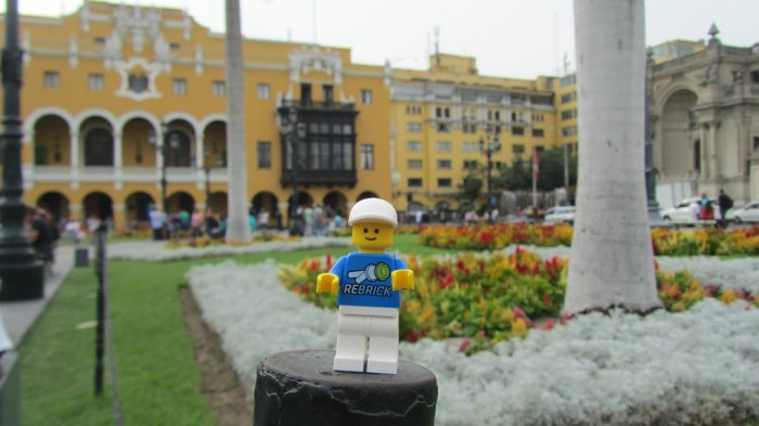 Mr. ReBrick visits the city hall in Lima, Perú.