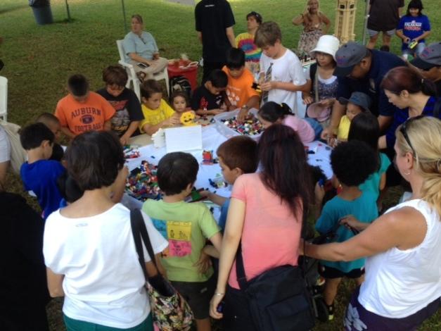 HILUG members meeting in Kapiolani park.