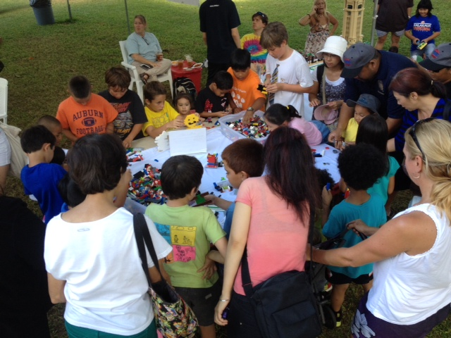 HILUG members meeting in Kapiolani park.